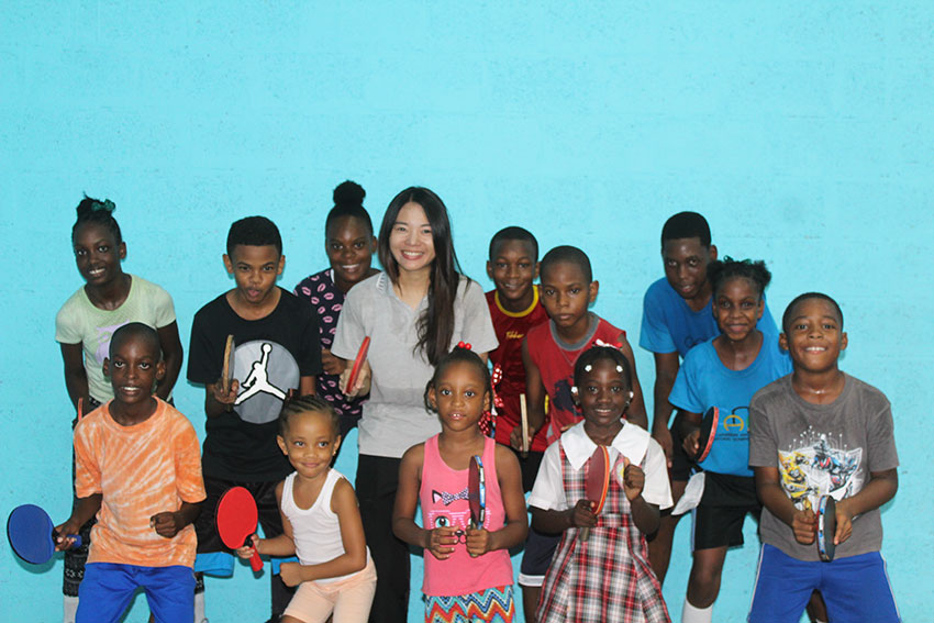 Image of Roslyn Lee with kids